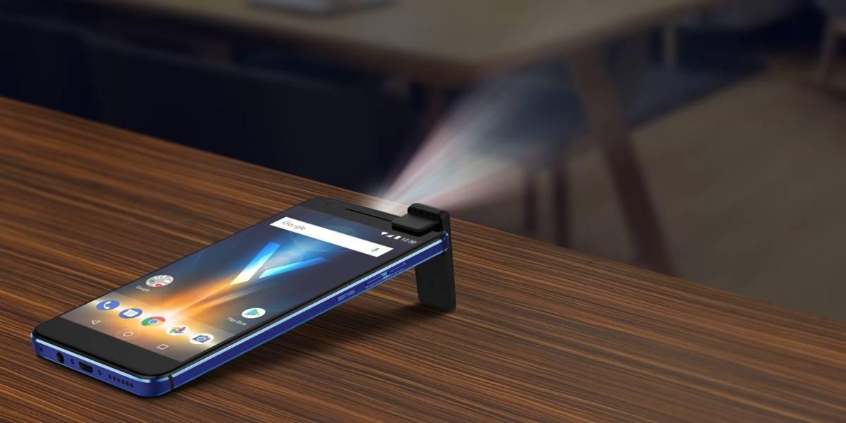 ¿Un celular con proyector integrado? Quantum llega a Chile