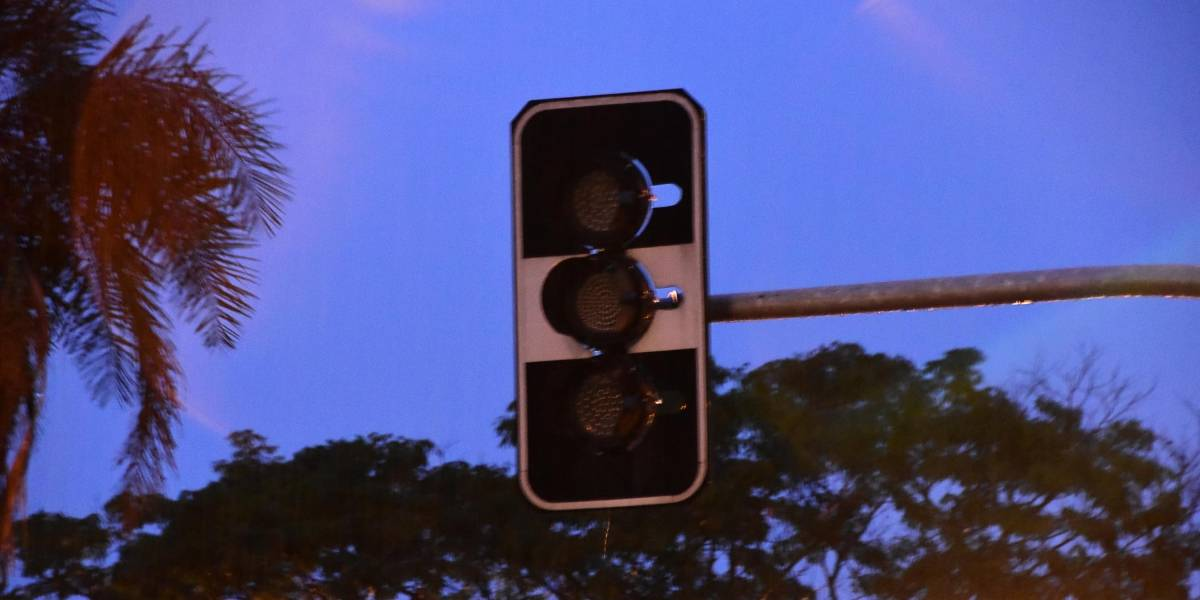 Chuva em São Paulo: manhã tem problemas no trânsito e semáforos apagados