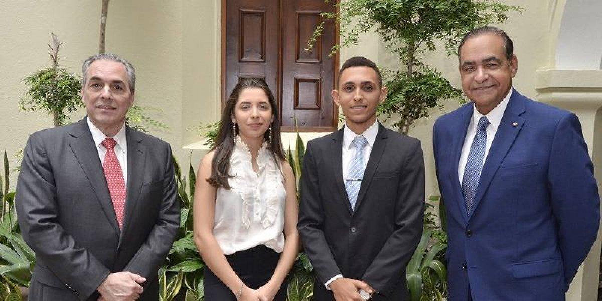#TeVimosEn: UNIBE otorga 30 becas a estudiantes meritorios
