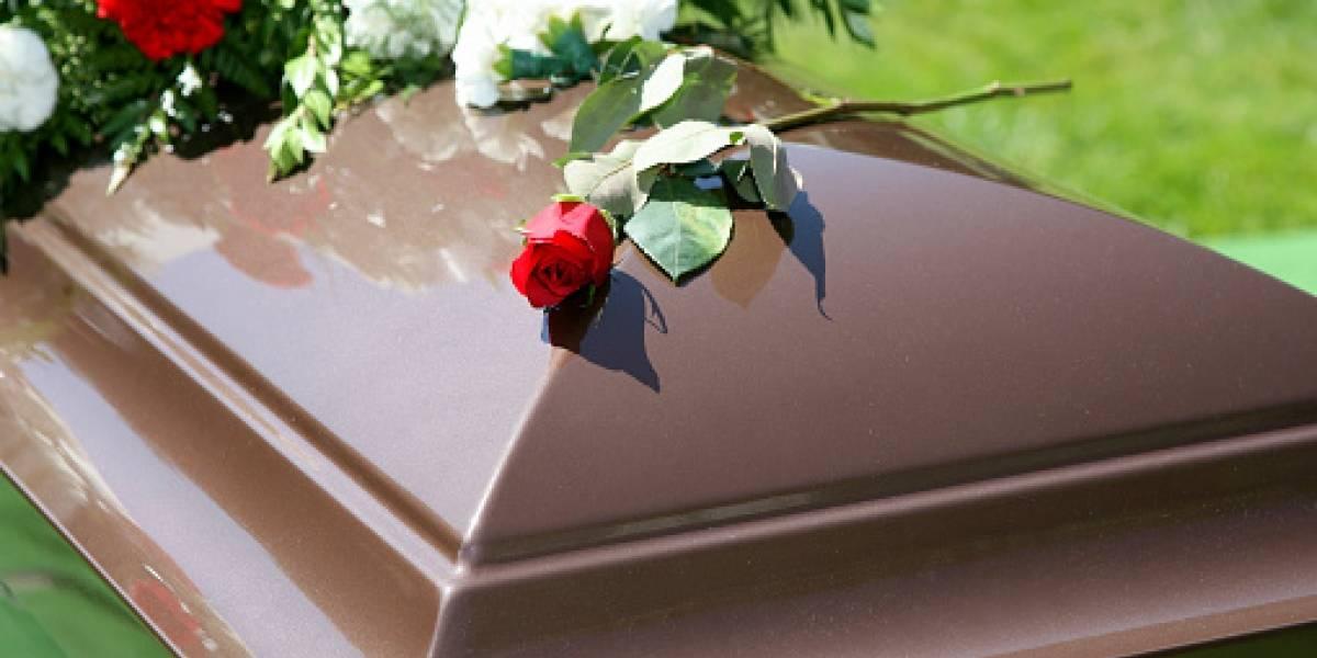 Lo engañó con embarazo falso y se enteró de la peor manera: hombre descubrió que en la tumba de su 'niño muerto' había una muñeca de goma