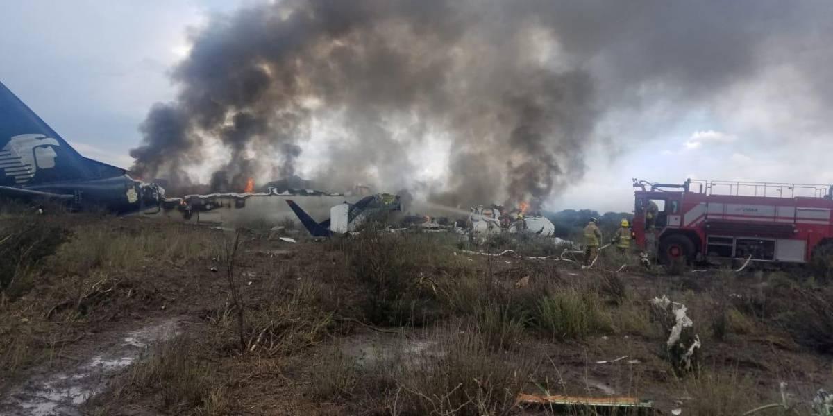 Passageiros agradecem a Deus depois de queda de avião sem mortes no México