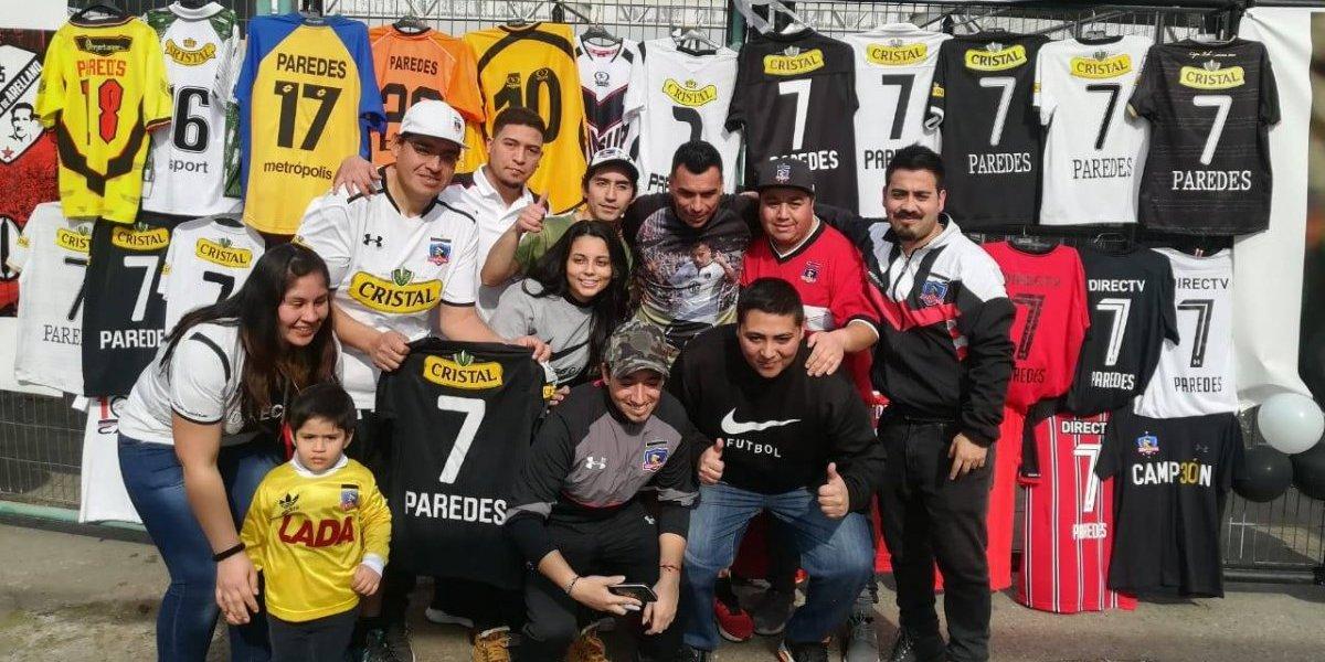 Cantó, recibió regalos y aparecieron todas las camisetas de Colo Colo: el especial cumpleaños de Esteban Paredes