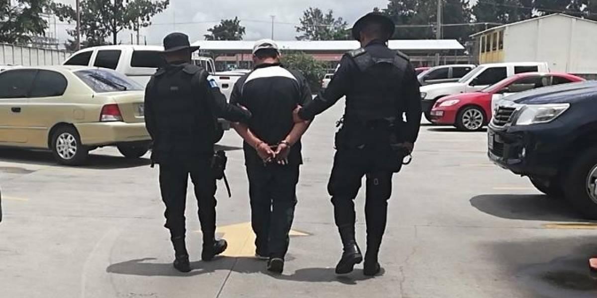 Capturan a presunto acosador en estación de Transmetro en zona 13