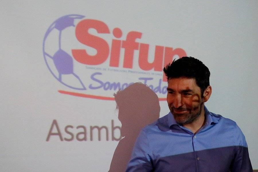 Gamadiel García, presidente del Sifup, salió en defensa de Mauricio Pinilla / Foto: Agencia UNO
