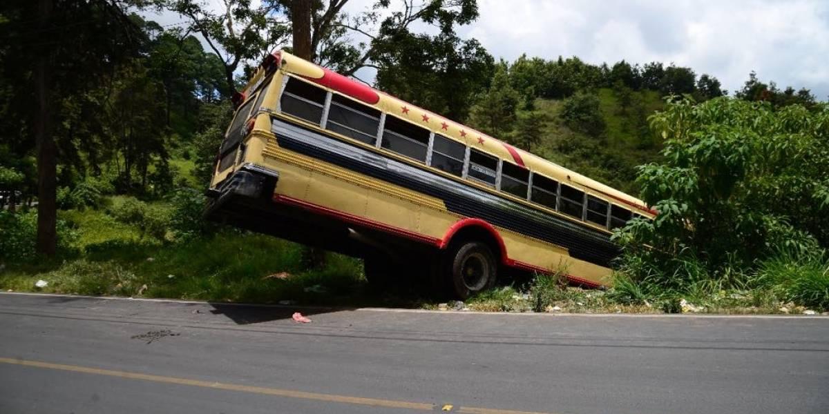 Piloto de bus accidentado en San Pedro Ayampuc venía nervioso porque tenía que pagar extorsión