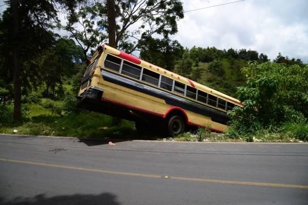Bus accidentado en San Pedro Ayampuc