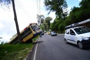 Bus accidentado en San Pedro Ayampuc