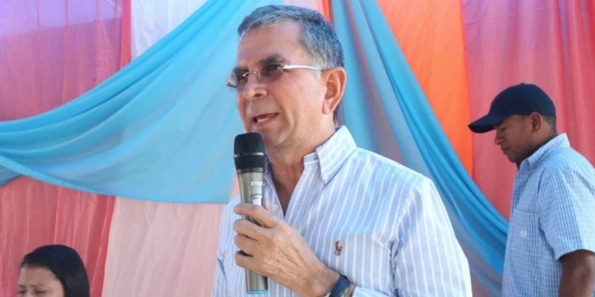 Contraloría General responsabiliza con glosa y destitución al Prefecto de Manabí, Mariano Zambrano