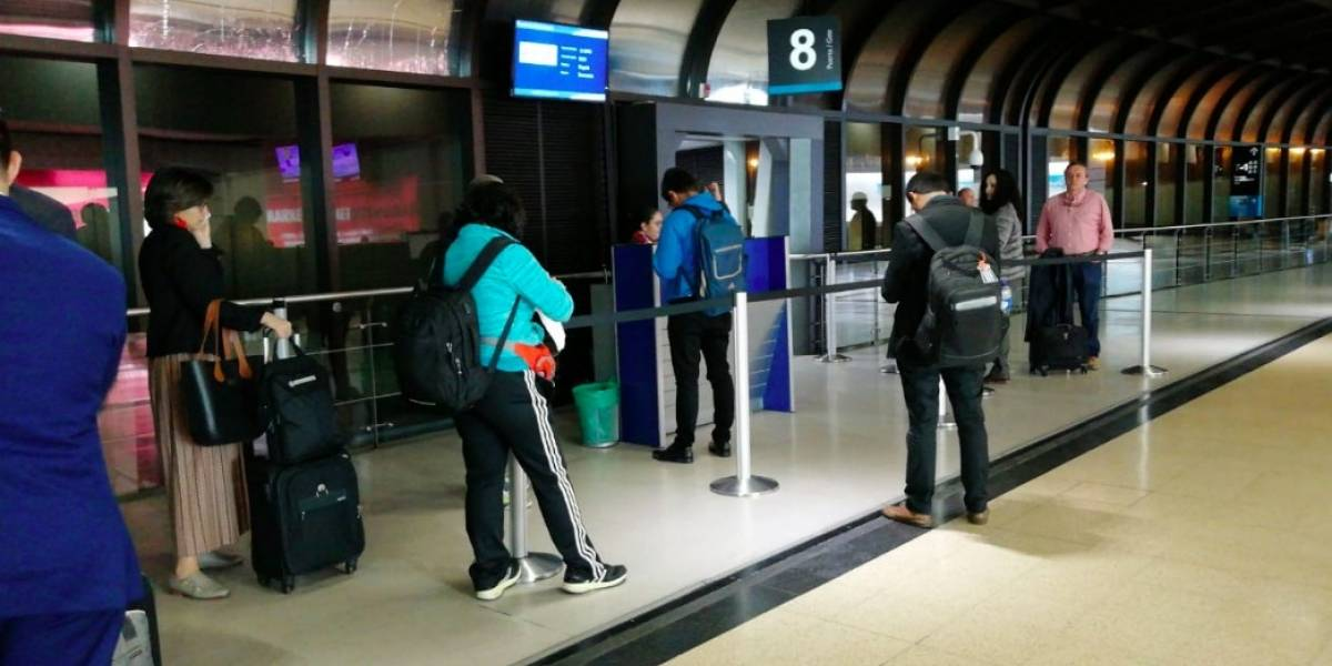 ¡Vuelve y juega! Usuarios denuncian retrasos en vuelos de Avianca