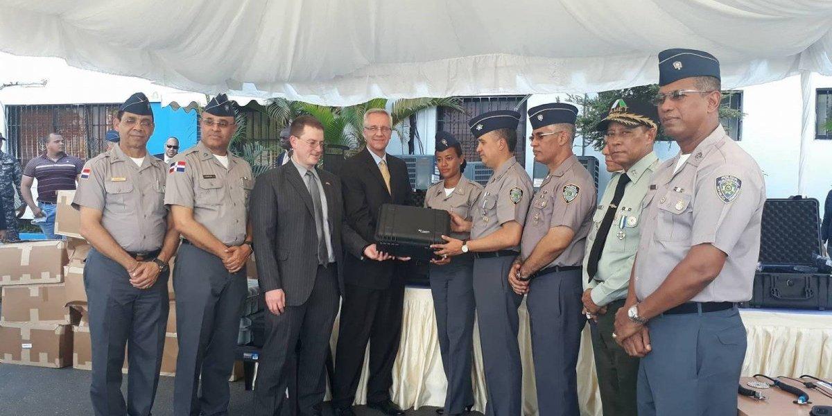 Embajada de los EEUU dona equipos médicos al Ministerio de Defensa