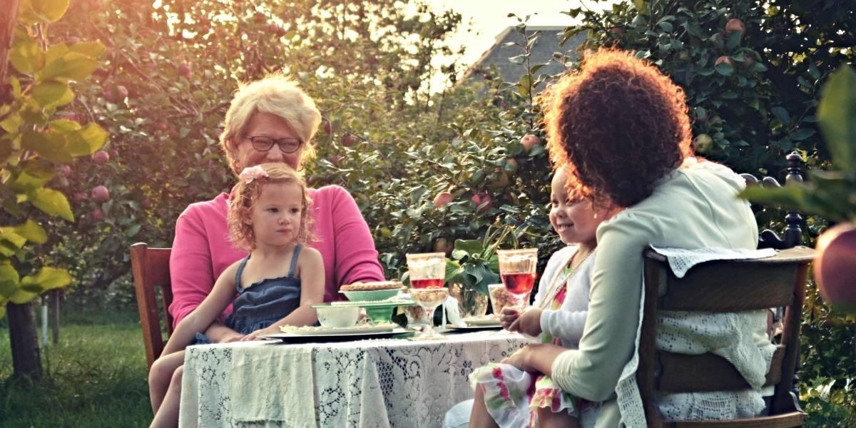 Las 5 razones por las que crecer con la abuela materna es lo mejor que le puede pasar a una niña