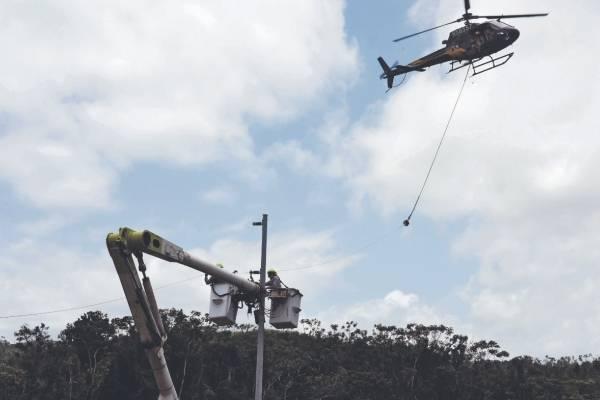 El servicio eléctrico les regresa a casi 11 meses del paso del huracán María. Foto por: Dennis A. Jones/ Metro P. R.