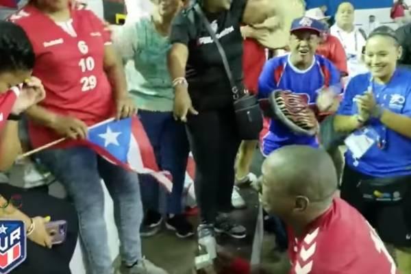 Jugador de Balonmano boricua pide matrimonio en Barranquilla 2018