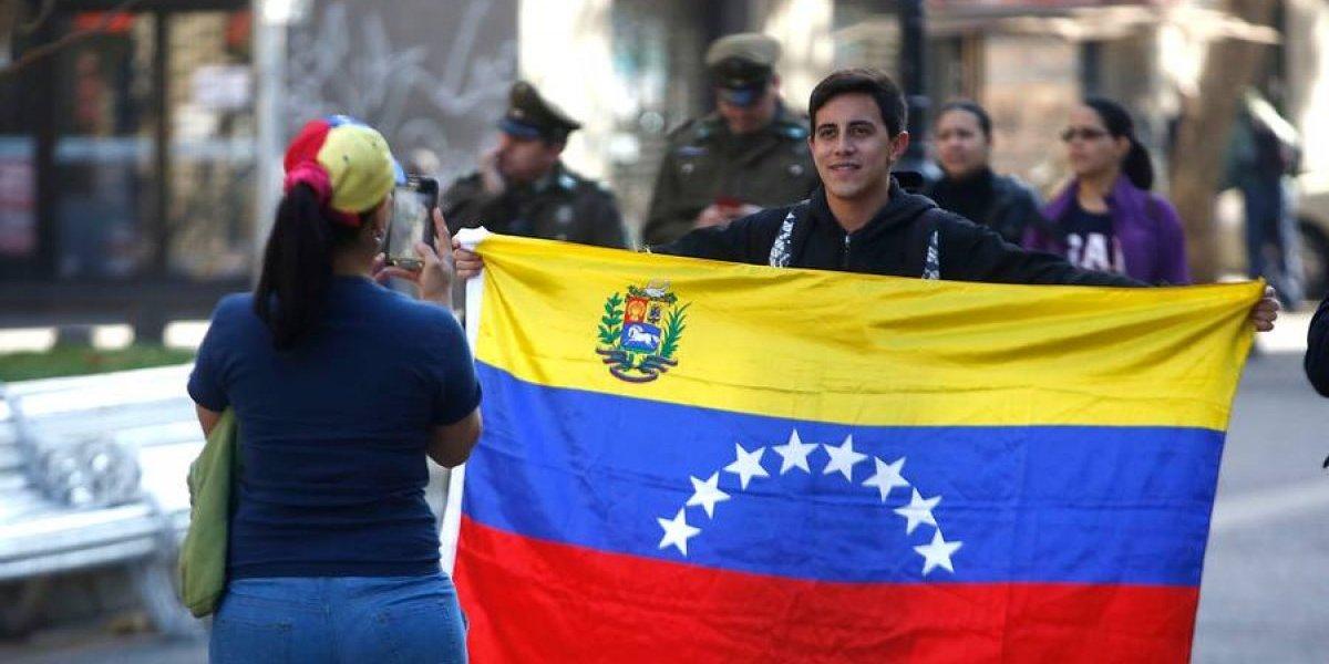 Atentos venezolanos: Cancillería chilena reclamará por cobro de 50 dólares impuesto por régimen de Maduro para apostillar el papel de antecedentes