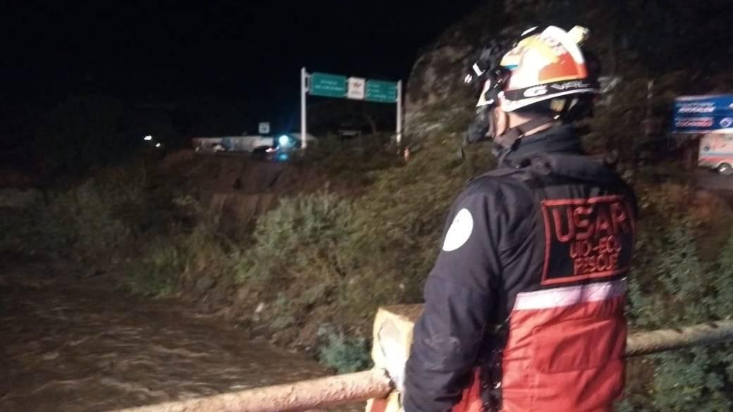 Bomberos continúan búsqueda de un desaparecido en el Río Pisque