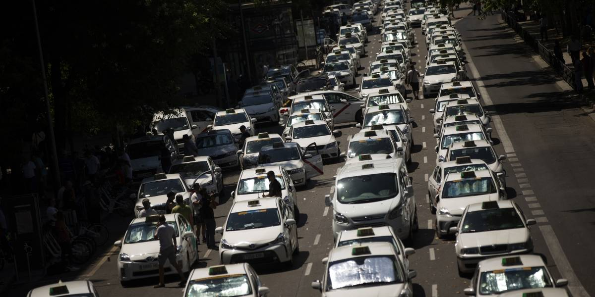 Taxistas levantan huelga contra Uber y Cabify en España