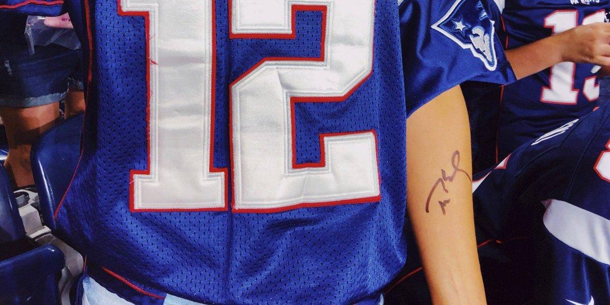 Fanática de Patriots se tatúa autógrafo de Brady