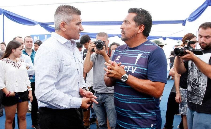El Beto Acosta y Mario Lepe, dos grandes ídolos de la UC que esperan una ovación para Toselli / Foto: Agencia UNO