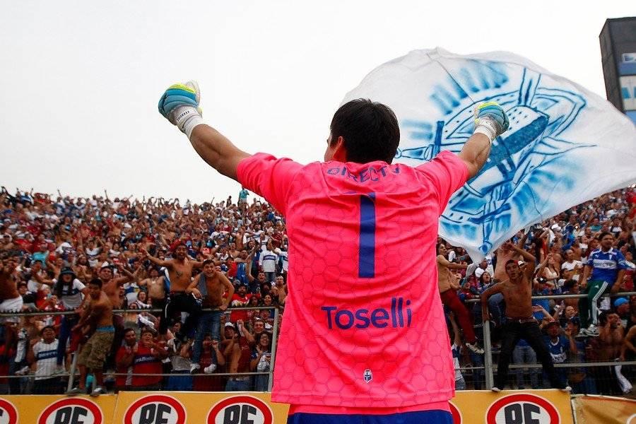 Toselli festejando el título del Clausura 2015-2016 con la hinchada de la UC en San Carlos / Foto: Agencia UNO