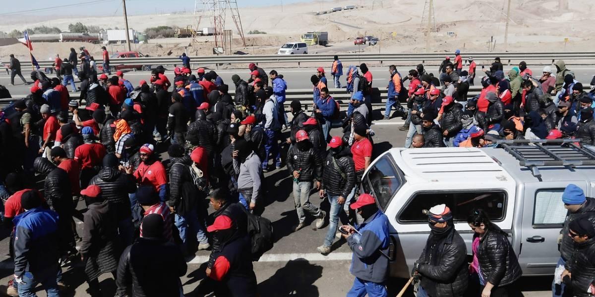 Portazo a Minera Escondida: el sindicato de trabajadores votó masivamente a favor de la huelga