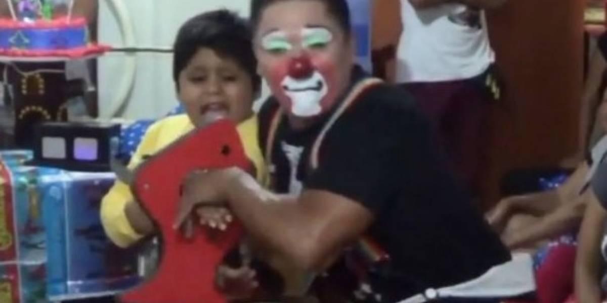 Video: El truco de un payaso que acaba asustando a un niño