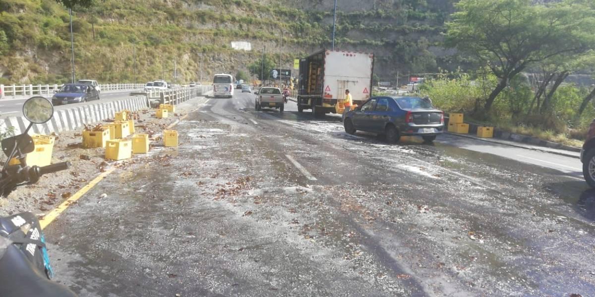 Derrame de cerveza tras incidente de tránsito en la Simón Bolívar