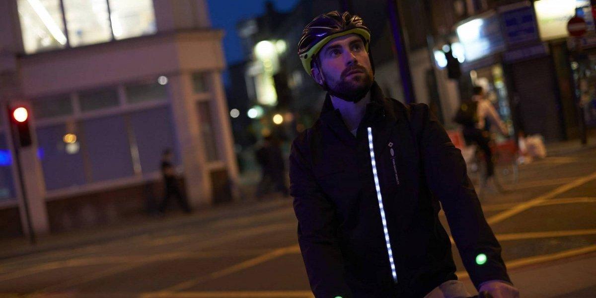 Ford presenta chaqueta inteligente para proteger a ciclistas
