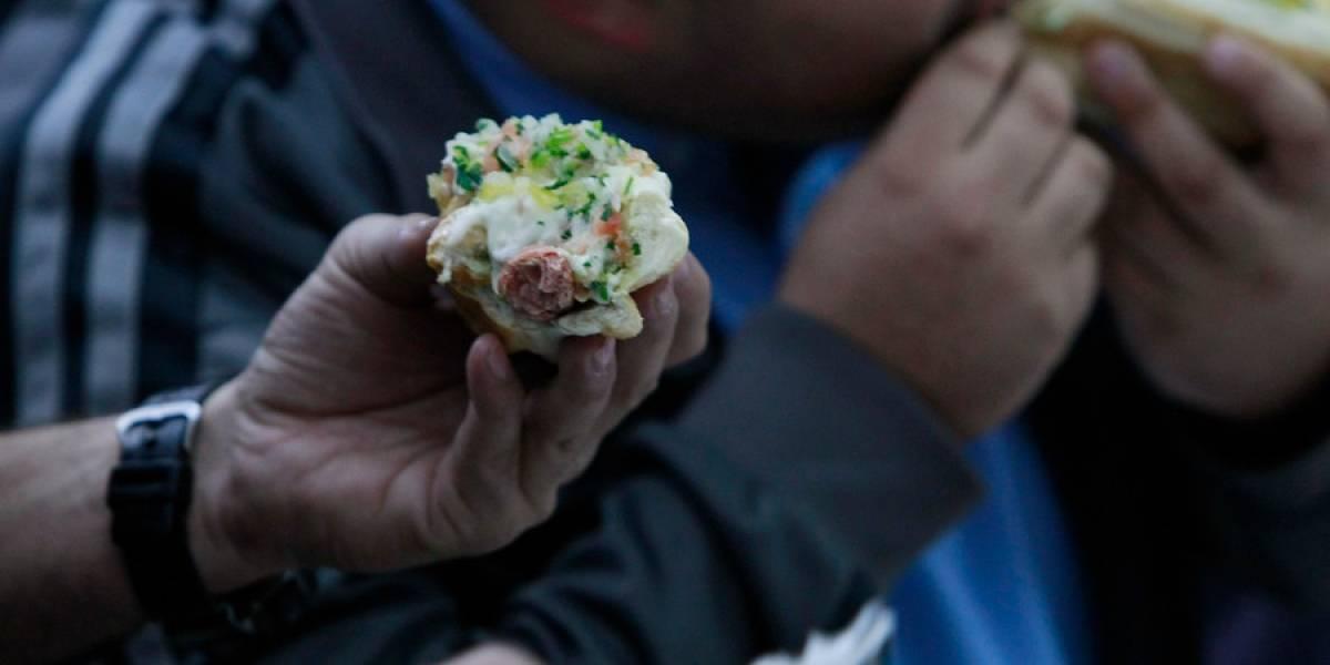 Así se alimentan los estudiantes chilenos: Solo un 28%  se fija en los nutrientes como prioridad para comprar comida