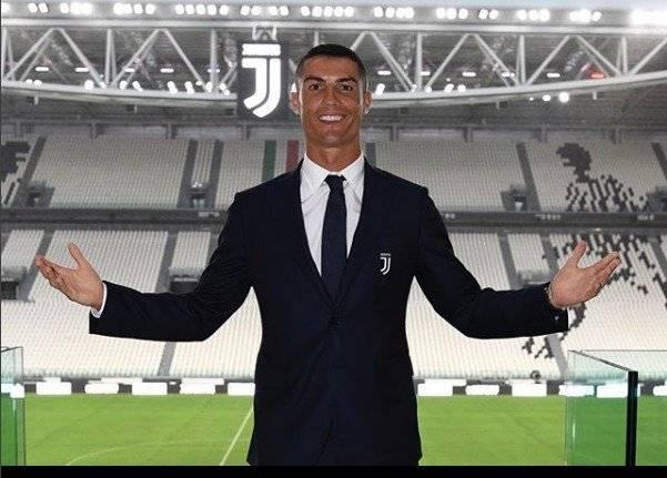 Cristiano Ronaldo es un futbolista portugués que juega como delantero en la Juventus de Turín Instagram