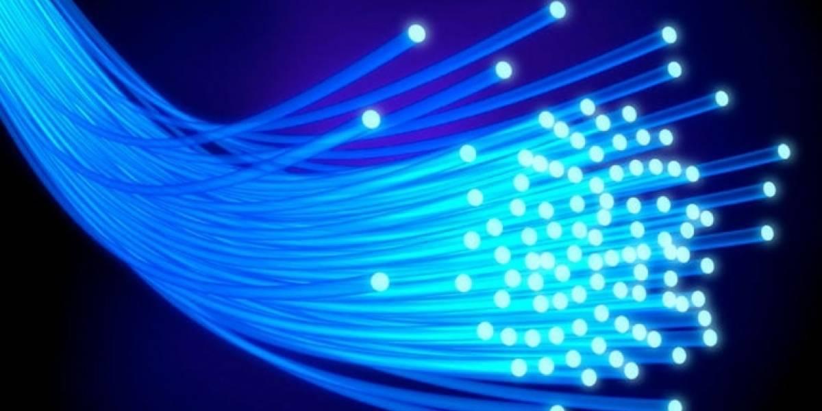 Físicos Chilenos buscan mejorar el envío de información a través de la fibra óptica