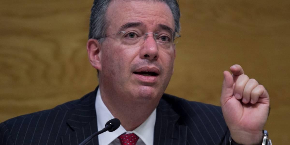 Banxico mantiene tasa de interés, pero advierte que economía se debilita