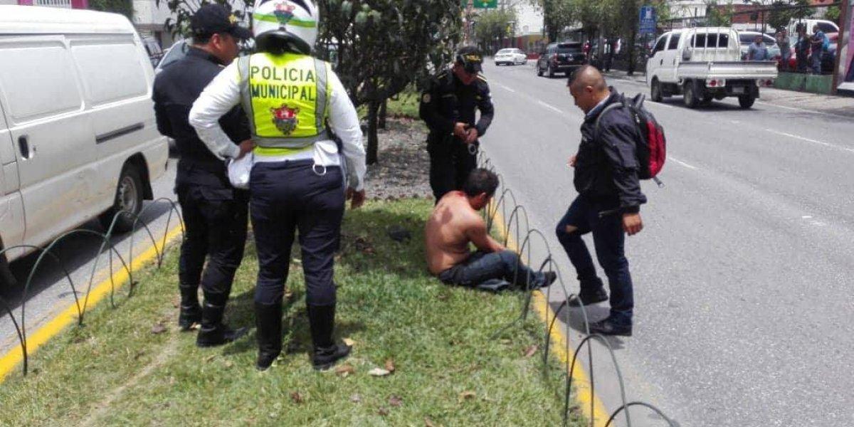 Vecinos detienen y vapulean a supuesto ladrón en la zona 10