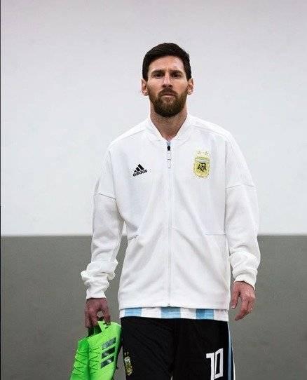 Lionel Andrés Messi Cuccittini, conocido como Leo Messi,  es futbolista argentino del F. C Barcelona Instagram