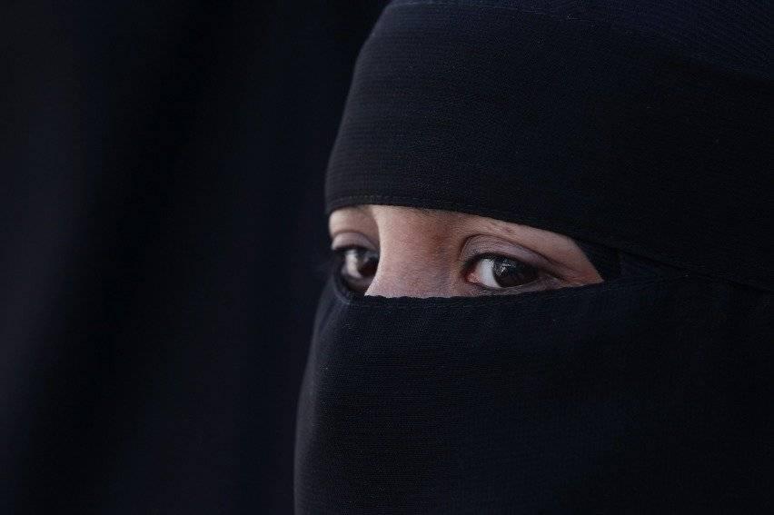 Prohibiciones a burqa y niqab