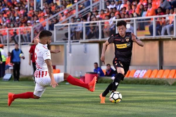 Pablo Parra podría dejar Cobreloa para jugar en la UC o en la U / Foto: Photosport