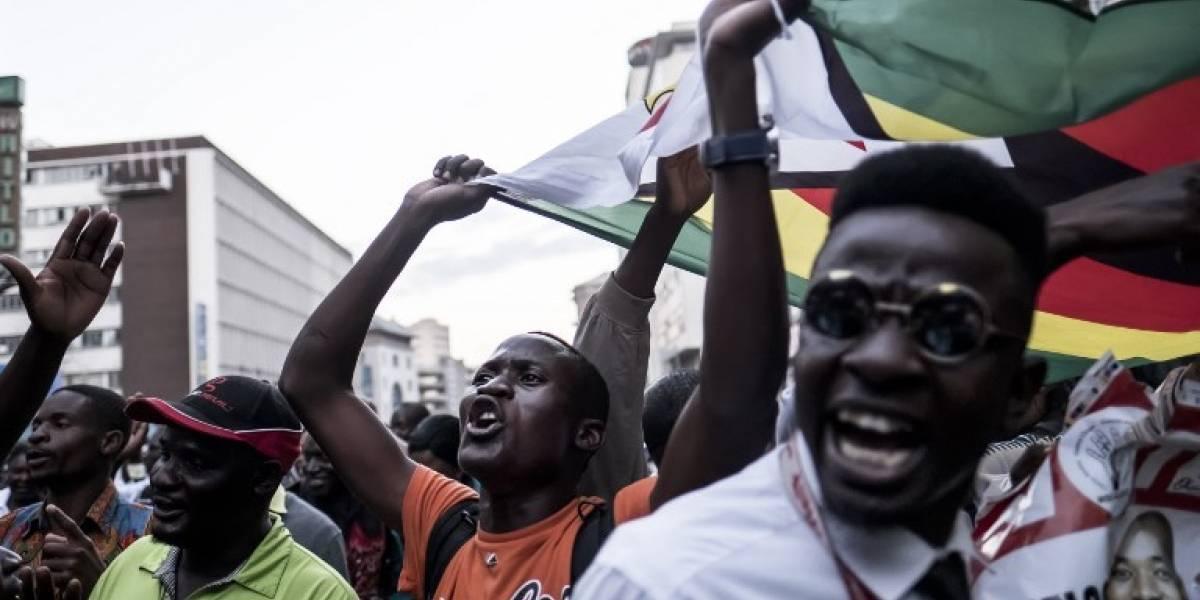 Presidente de Zimbabue pide calma tras disturbios en Harare