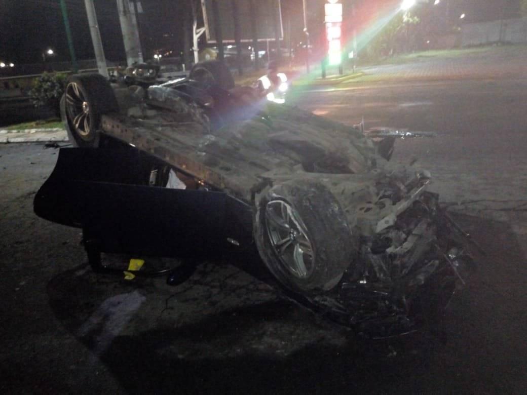 carro volcado en Villa Nueva