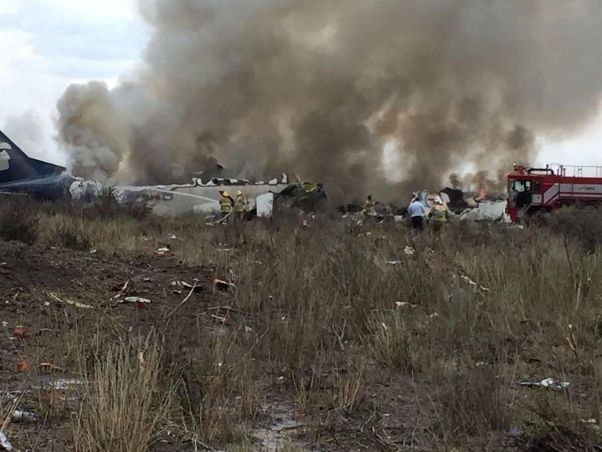 El vuelo AM2431 se accidentó tras intentar despegar del Aeropuerto Guadalupe Victoria de Durango este martes Foto: Cuartoscuro