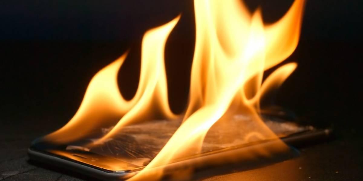 3 causas por las que tu celular puede arder repentinamente en un avión