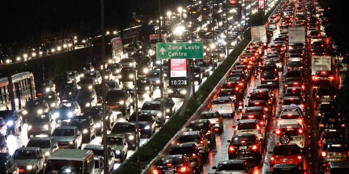 Após chuva e acidentes pela cidade, São Paulo tem recorde de trânsito nesta sexta