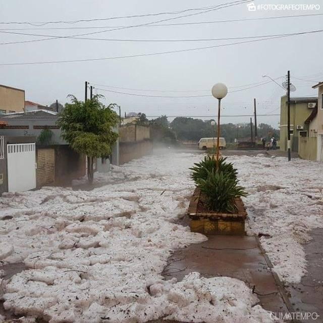 As ruas de Itararé (SP) também ficaram cobertas de gelo Ricardo Takeda/Climatempo
