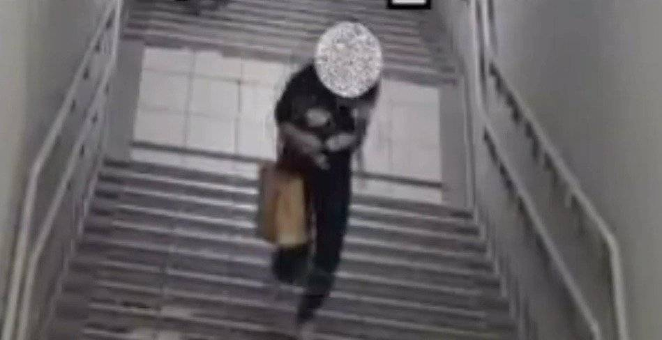 Mujer frena intento de violación en estación de metro