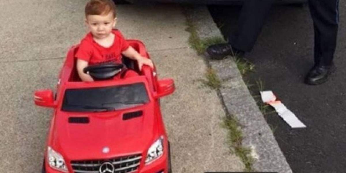 Policía detiene a niño de 1 año por manejar sin licencia y se convierte en viral