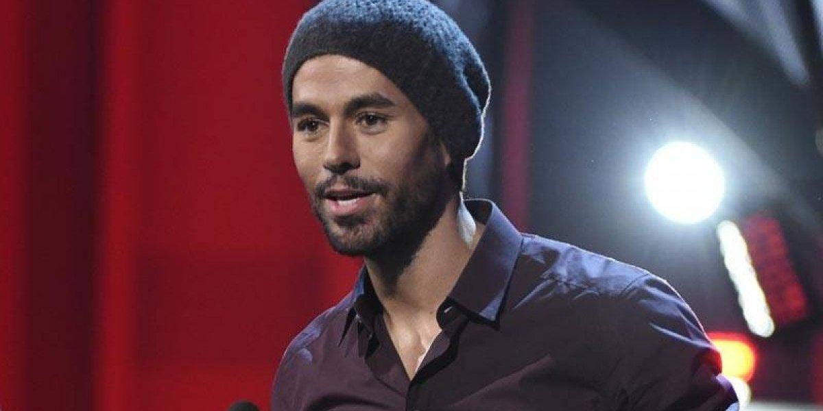 Enrique Iglesias, metido en polémica tras tocarle el trasero a corista