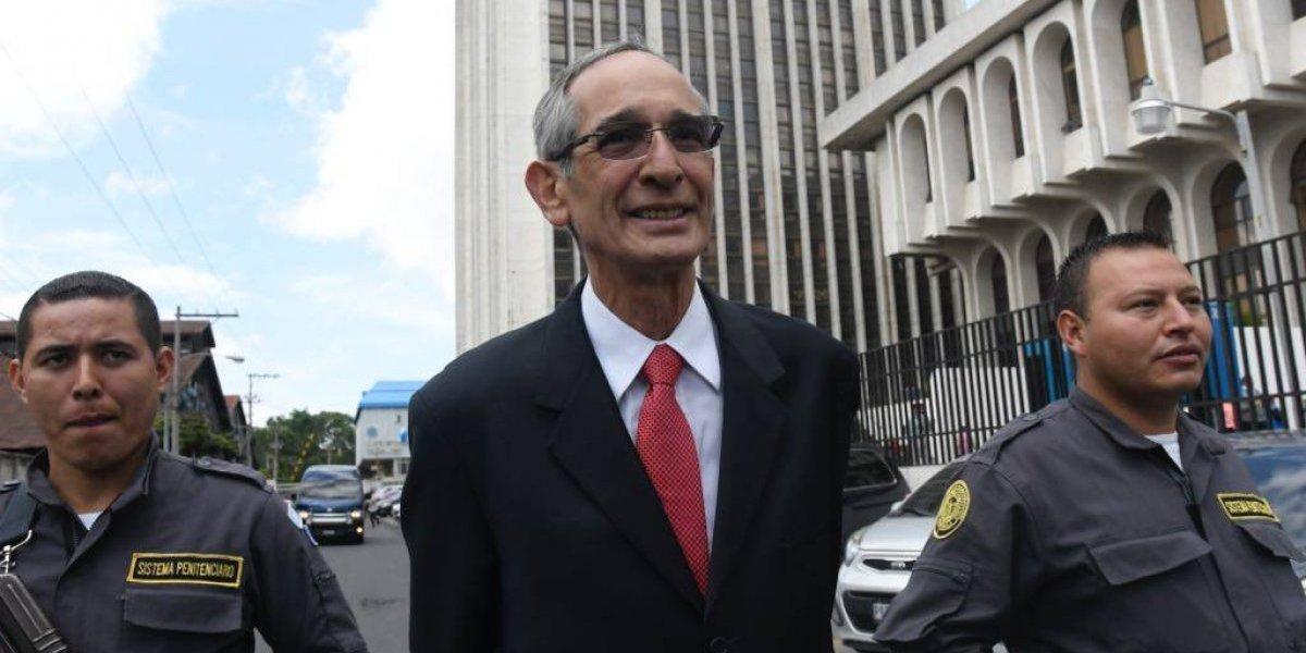 Expresidente Colom paga fianza de Q1 millón y podrá salir de prisión
