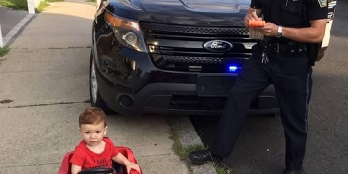 Viral: bebê de um ano é 'preso' por dirigir sem carteira de habilitação