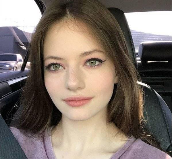 A los 12 años interpretó a la hija de Bella y Edward en la película de Crepúsculo Instagram