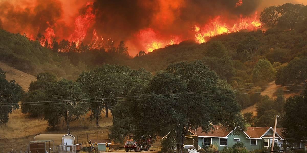 Condiciones climáticas agravan incendios en California