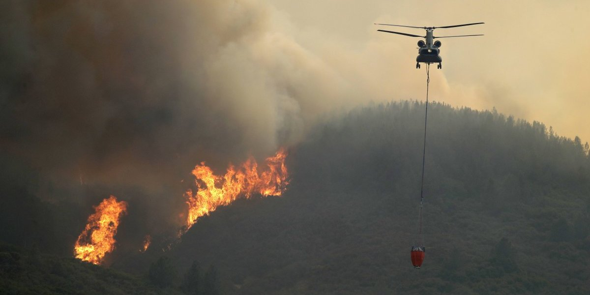 Sigue sin control incendio mortal en California