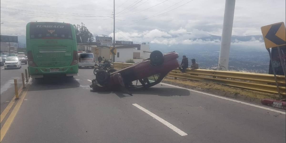 Lluvias en Quito producen varios accidentes de tránsito !Conduce con precaución!